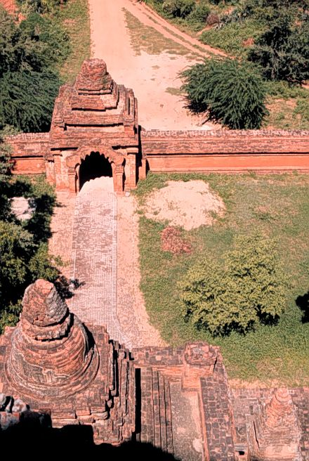 View of gatehouse and boundary wall, Htilominlo Temple